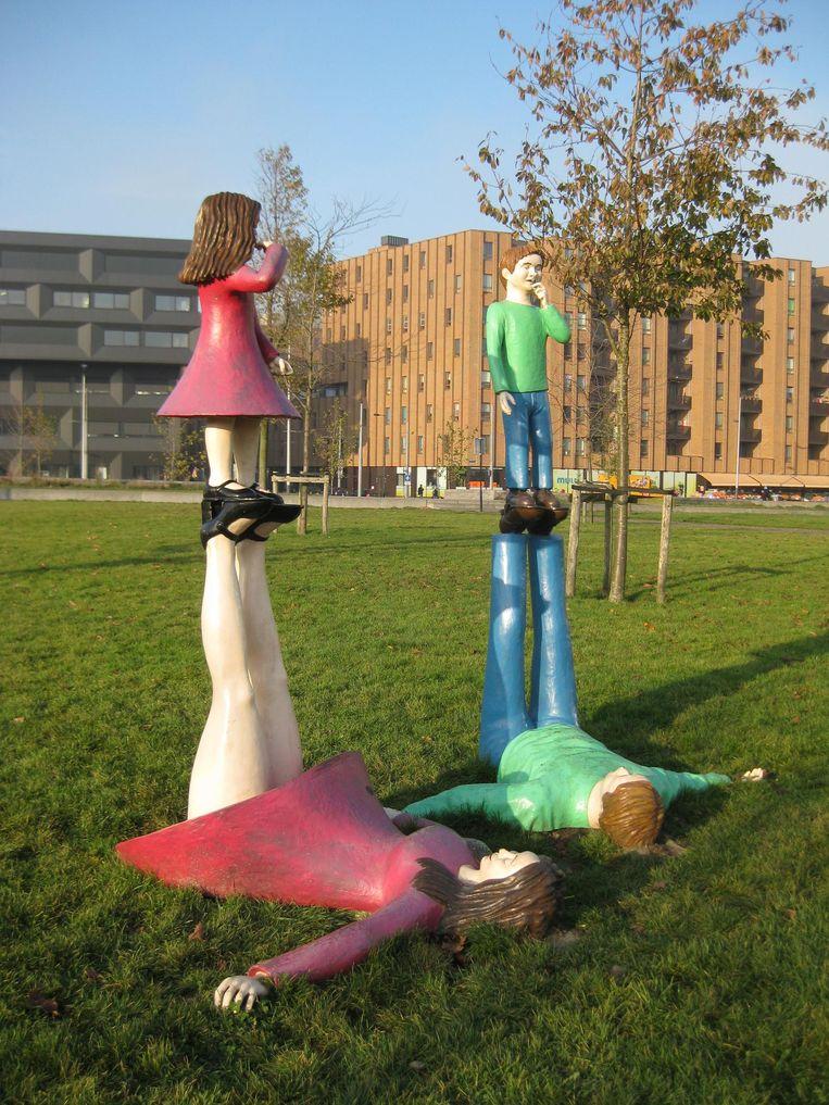 Het vrolijke kunstwerk in het Theo van Gogh park. Beeld Marion Golsteijn