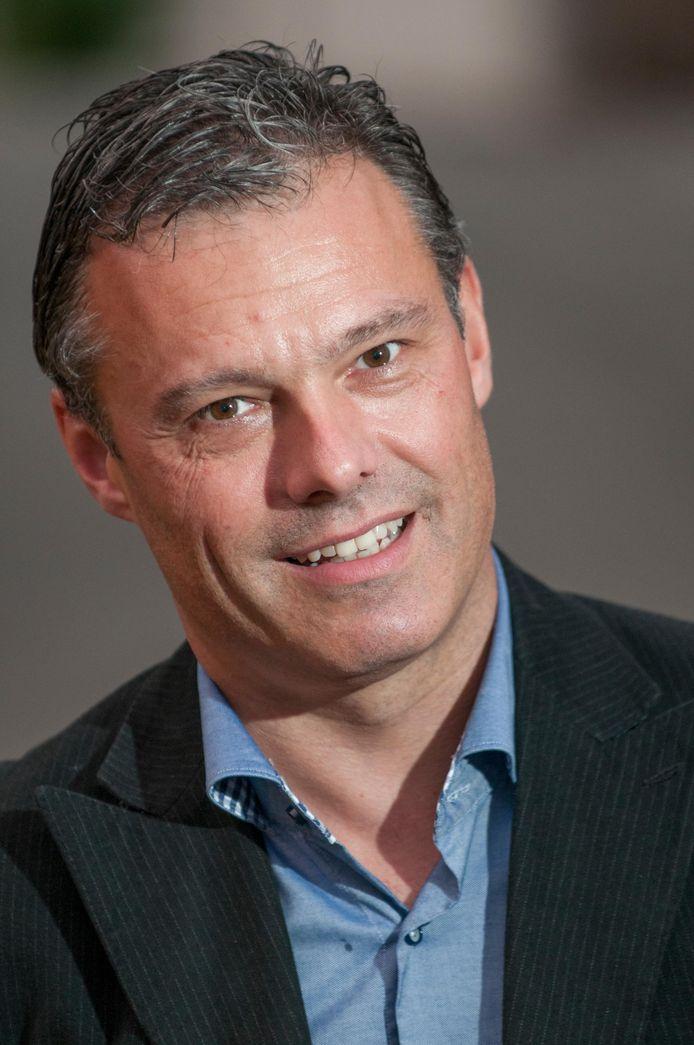 Dieter Verscheure (N-VA/CD&V) wil dat Volksbelangen meer moeite doet om minder mobiele inwoners te laten weten dat ze ook kunnen stemmen in de makkelijker toegankelijke voormalige jongensschool.