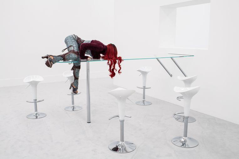 Anna Uddenberg, Precarious Patricia (2019).  Beeld Bastian Geza Aschoff / Stedelijk Museum