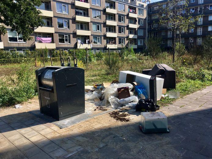 Bij deze ondergrondse container in de wijk De Koppel in Amersfoort wordt veel afval gedumpt.