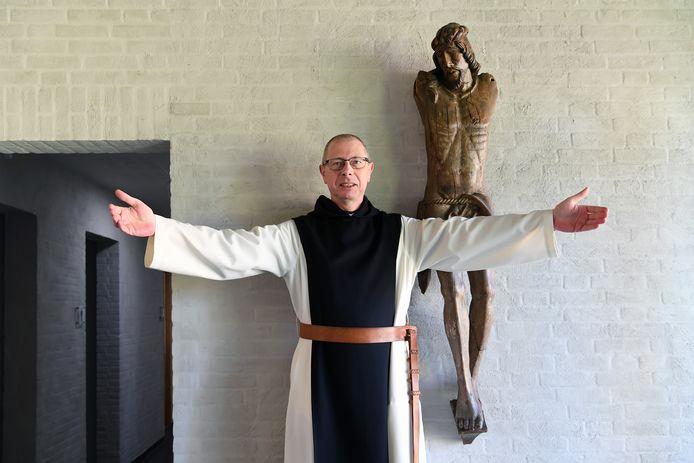 """Trappistenbroeder Guido Van Belle: ,,Wij met z'n allen op deze aarde zijn de armen van Christus."""""""