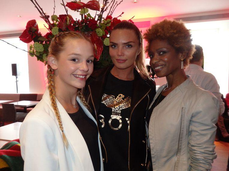 Ruby Burger (het peetzusje van Kim), model Kim Feenstra en talkshowkanon Sylvana Simons (vlnr). Beeld Hans van der Beek