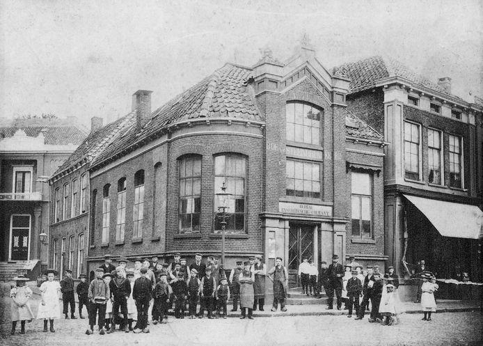 Het 'bureau' van de Enschedesche Courant aan de Oude Markt