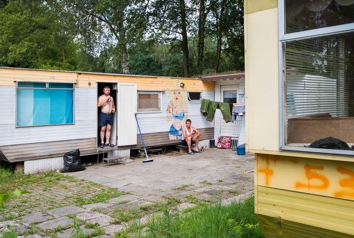 Poolse arbeidsmigranten op een recreatiepark in Rijsbergen.