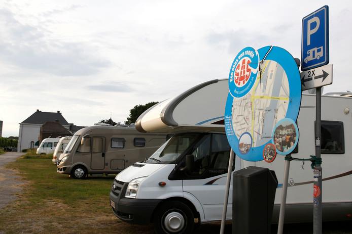Campers op het Kanaaleiland in Sas van Gent.