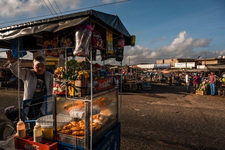 De markt van de stad Paraguaipoa op het schiereiland Guajira. Beeld NYT/ADRIANA LOUREIRO FERNANDEZ