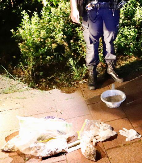 Buurtbewoners vinden duizenden pillen in de struiken in Cuijkse wijk Padbroek
