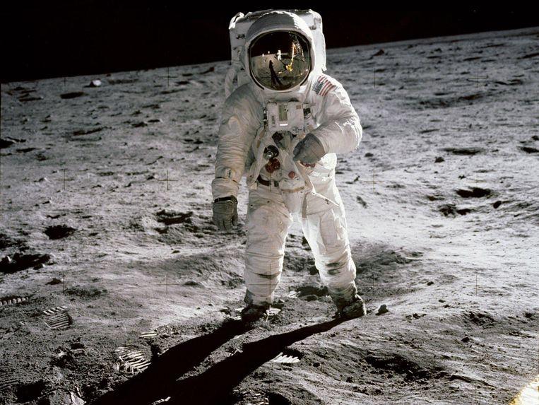 Astronaut Buzz Aldrin op de maan gefotografeerd door zijn collega Neil Armstrong, de eerste mens op de maan.  Beeld EPA