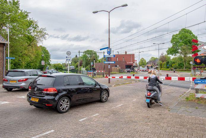 Het nieuw stukje weg bij de Franciscuslaan moet voorkomen dat weggebruikers het drukke kruispunt De Baarlebossche-Sint Bernaertsstraat (foto) in Oudenbosch over moeten. Maar daar heeft de rechter nu een streep doorgezet.