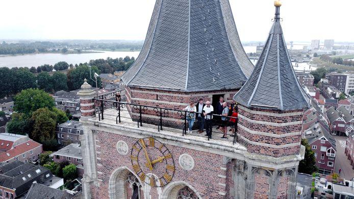 Tientallen liefhebbers zonder noemenswaardig hoogtevrees beklommen zaterdag de Grote Toren van Gorinchem voor een uniek kijkje in de verre verte.