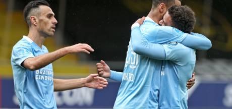 Gakpo en Malen schieten PSV in slaapverwekkende vertoning voorbij VVV