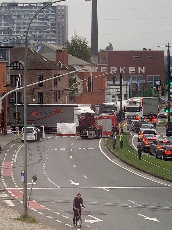 Door het ongeval staat de hele stadsring aan de kant van de Voormuide vast.