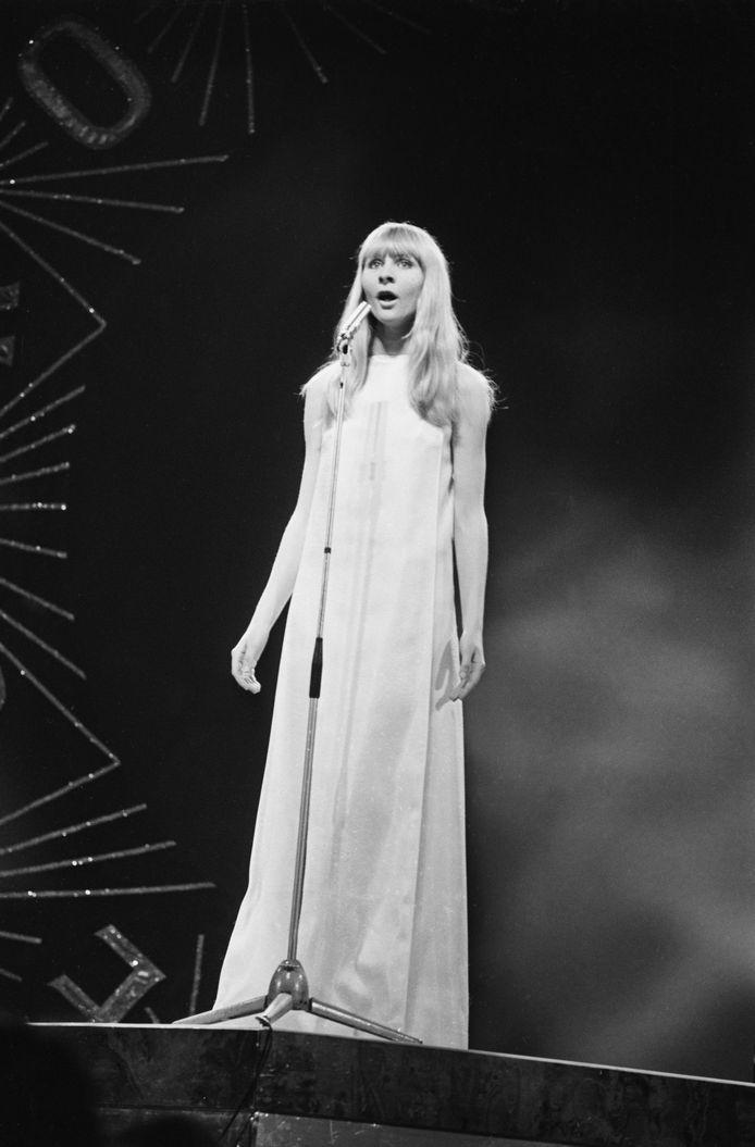 Claude Lombard op het podium van het Songfestival in April 1968.