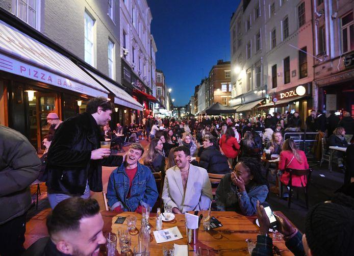 De Britten kunnen weer buiten dineren, zoals hier in de Londense wijk Soho.
