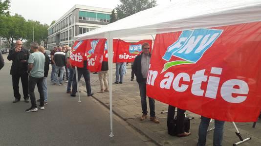 De FNV was vanochtend aanwezig bij de busremise aan de Europalaan.