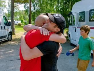 Broers Coppens en mama Agnes na één jaar weer herenigd op Camp Grinsby
