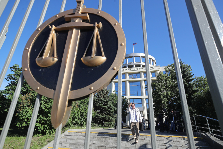 De rechtbank in Moskou waar rechters zich buigen over de vraag of de organisatie van oppositieleider Aleksej Navalny het stempel 'extremistisch' moet krijgen. Beeld Sergei Bobylev/TASS