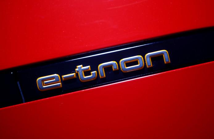 Logo van Audi's E-Tron, de eerste volledig elektrische auto van het Duitse merk.
