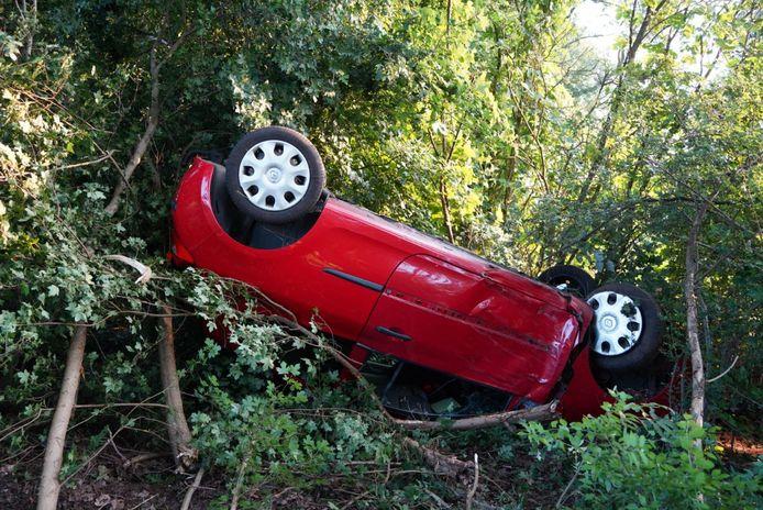 Auto slaat over de kop op de N331 bij Hasselt.