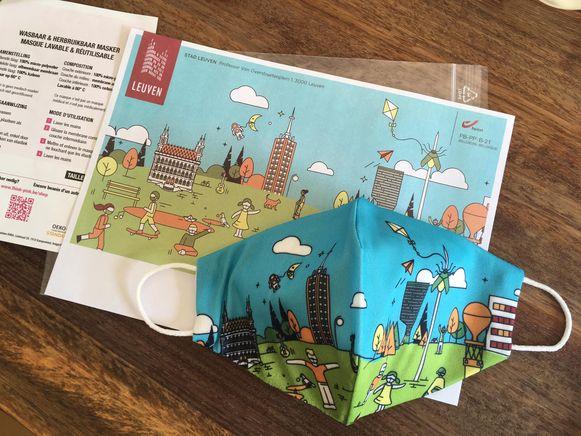 Het Leuvense mondmasker voor kinderen tussen 6 en 12 jaar heeft een vrolijk ontwerp met spelende kinderen en bekende Leuvense gebouwen.