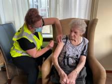 Bewoners verpleeghuizen Het Spectrum krijgen coronavaccinatie