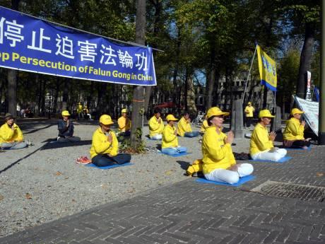Warm welkom en demonstratie bij bezoek Chinese premier