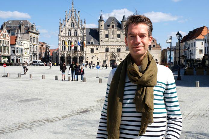 Pieter Himpe op de Grote Markt van Mechelen.