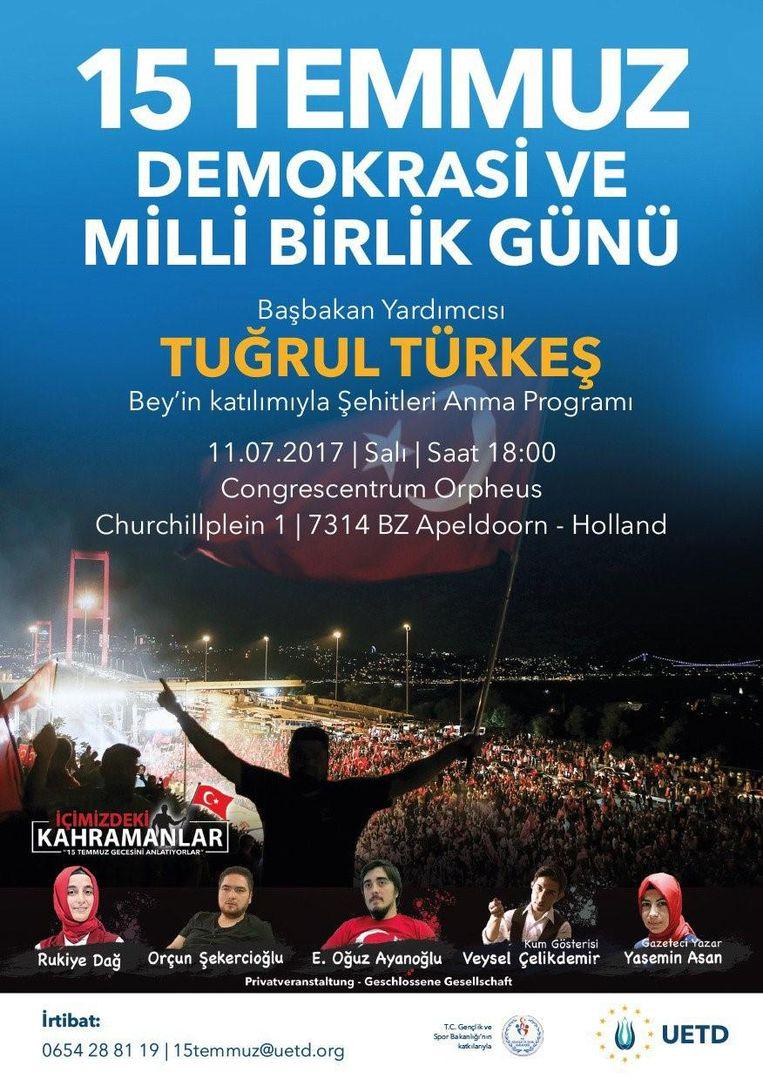 De aankondiging van de komst van de Turkse vicepremier Turgul Türkes naar de herdenkingsbijeenkomst in Apeldoorn. Beeld UETD