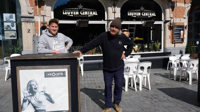 """Tournée Générale. De verf in café Leuven Central is amper droog, maar: """"De Stella is al getest en goedgekeurd"""""""
