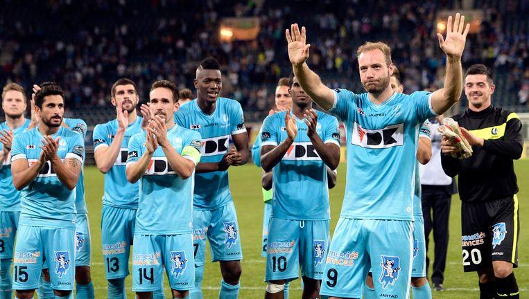Het laatste beeld van Depoitre in een shirt van AA Gent: hij groet de fans na de zege tegen RC Genk.
