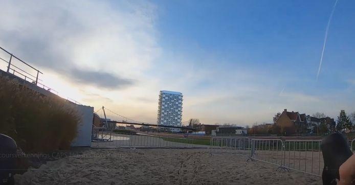 Parcoursverkenning Caps Urban Cross, met zicht op de K-Tower.