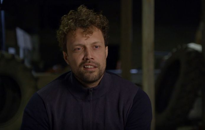 Boer Bastiaan heeft drie vrouwen te logeren.