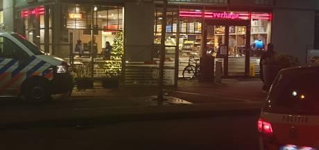 Gewapende overval snackbar Verhage in Spijkenisse; politie start zoektocht in de wijk