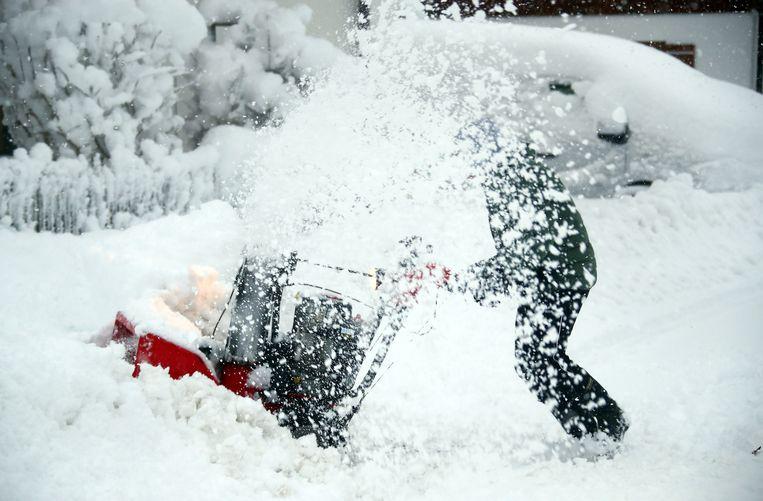 Lawinegevaar, omgevallen bomen en eindeloze files: sneeuwchaos in Duitse en Oostenrijkse Alpen