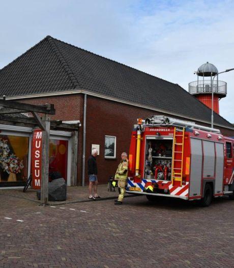Brandweer blust brandje bij museum Polderhuis in Westkapelle