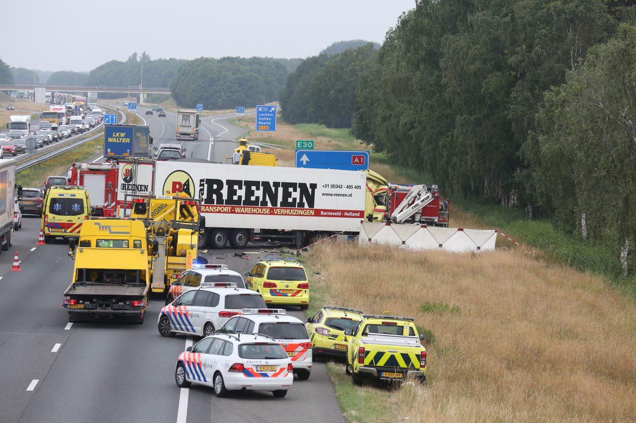 Ravage op de A1 na een dodelijk ongeluk nabij Holten, juni vorig jaar.