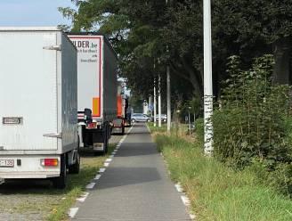 """""""In het weekend onmogelijk om veilig uit zijstraten N9 te komen, door parkerende vrachtwagens."""" Omwonenden zijn verkeerssituatie grondig beu."""