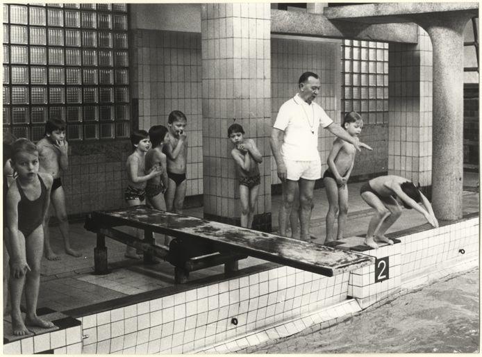 Badmeester Spaans in De Regentes in 1980.