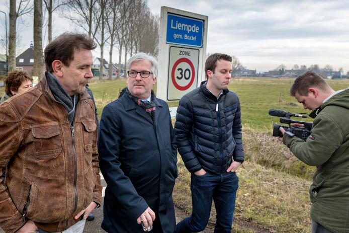 Gedeputeerde Van Merrienboer ging eerder in discussie met wethouder Peter van de Wiel van ruimtelijke ordening over de te bouwen woningen in Liempde.