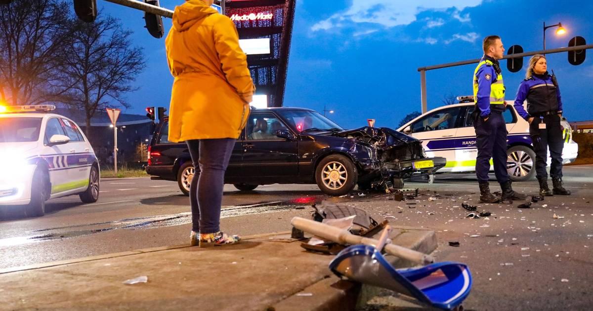 Flinke schade na ongeval in Apeldoorn.