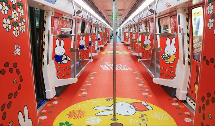 De nijntje-metro in het Chinese Shenzhen. Leuk idee voor de Utrechtse metro?