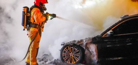 Auto compleet verwoest door brand in Eindhoven