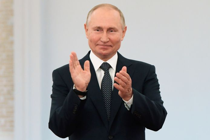 """Met de app """"Slim Stemmen"""" roepen Navalny's bondgenoten de Russen op om bij de verkiezingen van 17 tot 19 september een proteststem tegen de partij Verenigd Rusland van Vladimir Poetin uit te brengen."""