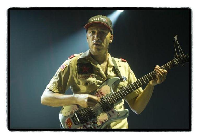 Tom Morello deed zijn gitaar afwisselend brullen, piepen en knarsen: onze nekharen veranderden spontaan in een deurmatje. Beeld UNKNOWN