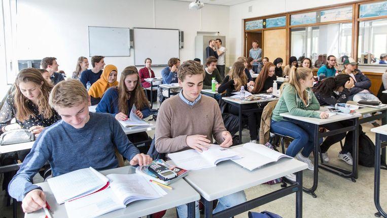 Op het Da Vinci College in Leiden is er geen gekeet in de klas. De leerlingen hebben zelf voor deze lessen in de meivakantie gekozen Beeld Dingena Mol