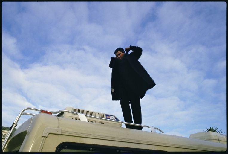 Verenigde Staten, Los Angeles, 7-12-1985. Muhammad Ali staat op zijn mobilehome bij zijn mansion op Willshire Boulevard, Los Angeles. Het is vroeg in de ochtend. Beeld Guus Dubbelman / de Volkskrant