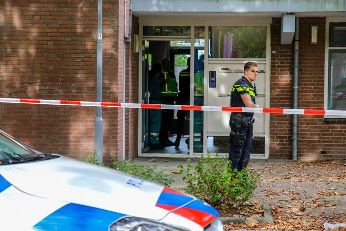 Vanochtend trof de politie een overleden persoon aan in een woning in Prins Alexander.