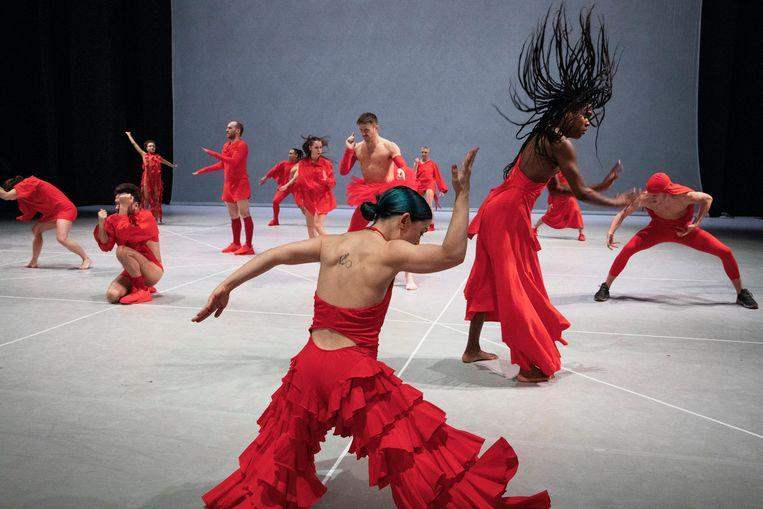 Any attempt will end in crushed bodies and shattered bones van choreograaf Jan Martens door Grip en Dance On Ensemble uit Berlijn Beeld Phile Deprez