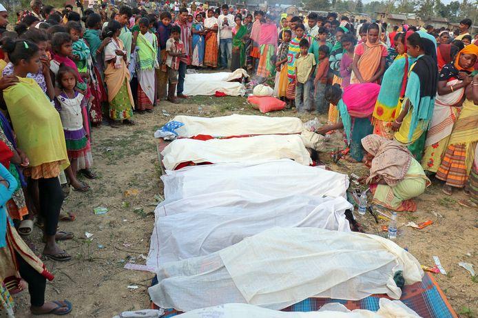 Lichamen van omgekomen theeplantage-medewerkers.