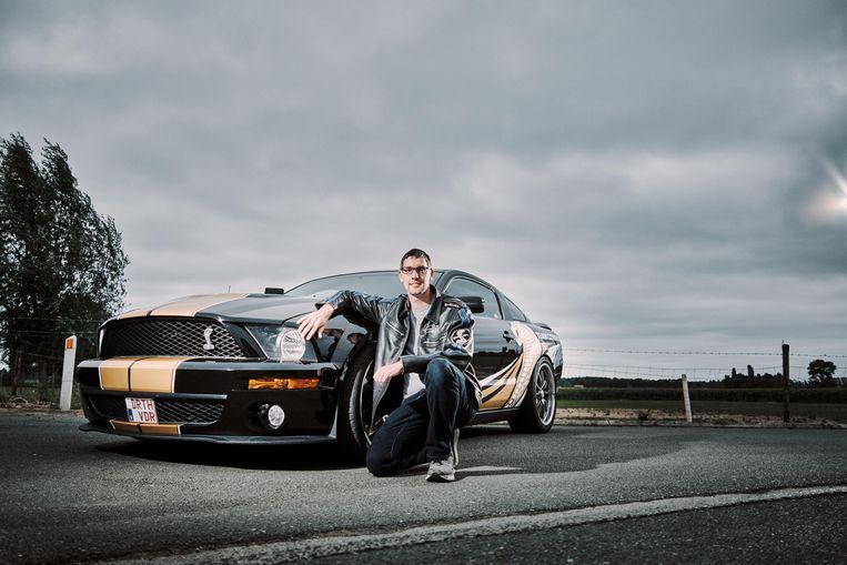 Cédric Vanrafelghem: 'Mijn auto is een van de belangrijkste drijfveren in mijn leven.' Beeld Thomas Sweertvaegher